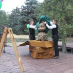 Новая скульптура Зайки стала символом радости для юных волгоградцев